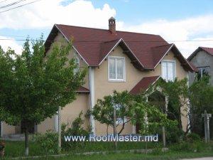 Гибкая черепица BP - Yukon Magenta Red. Частный дом в с.Магдачешты. Дом построен из несъемной опалубки.